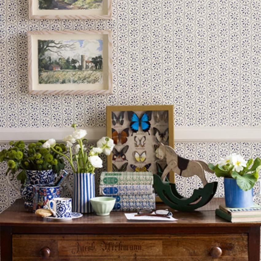Emma Bridgewater Daisy Spot blue wallpaper